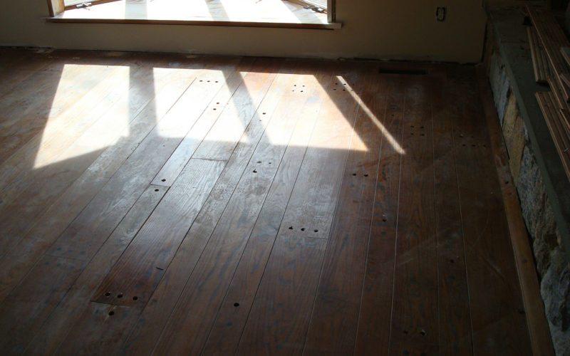 Jak odnowić drewnianą podłogę