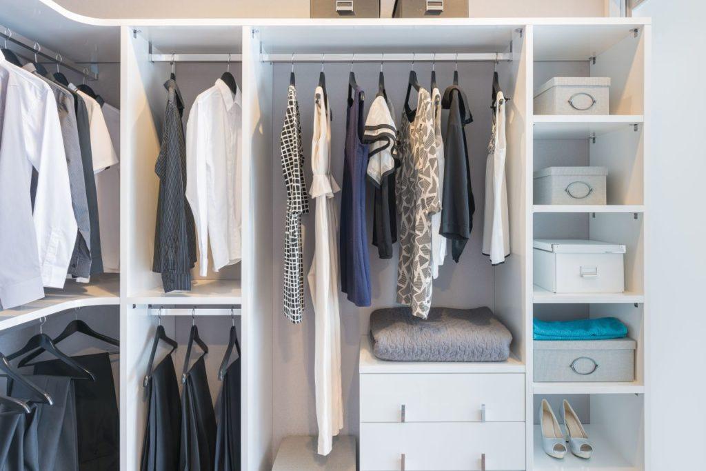 jak zaaranżować garderobę